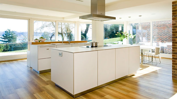 Designer Kitchen For Contemporary Riverside House