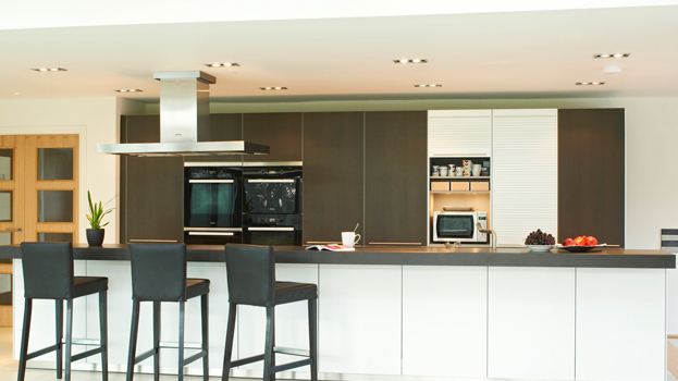 kitchen design from bulthaup Winchester in blackbrown oak and aluminium